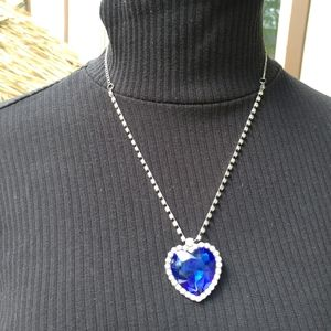 Jewelry - Blue heart necklace
